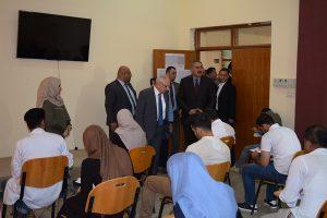 وزير التعليم العالي والبحث العلمي يتفقد الامتحانات النهائية في كلية الطب البيطري جامعة كربلاء